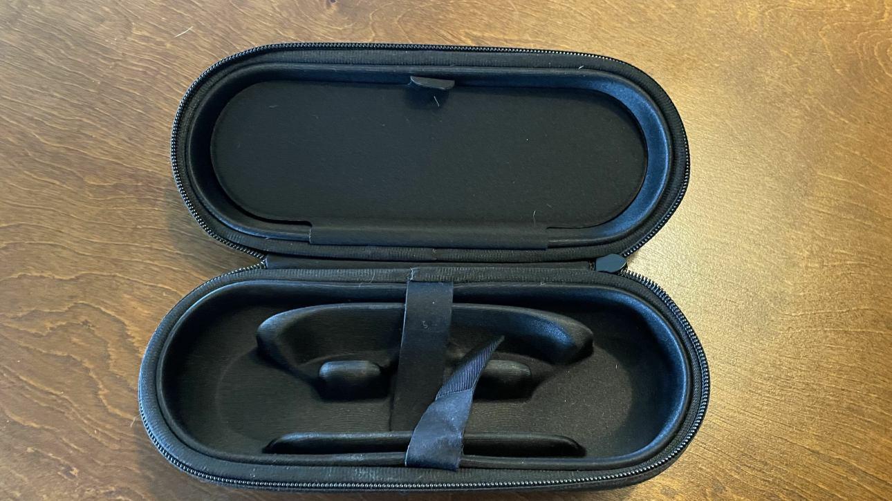 Открытый кейс в форме капсулы