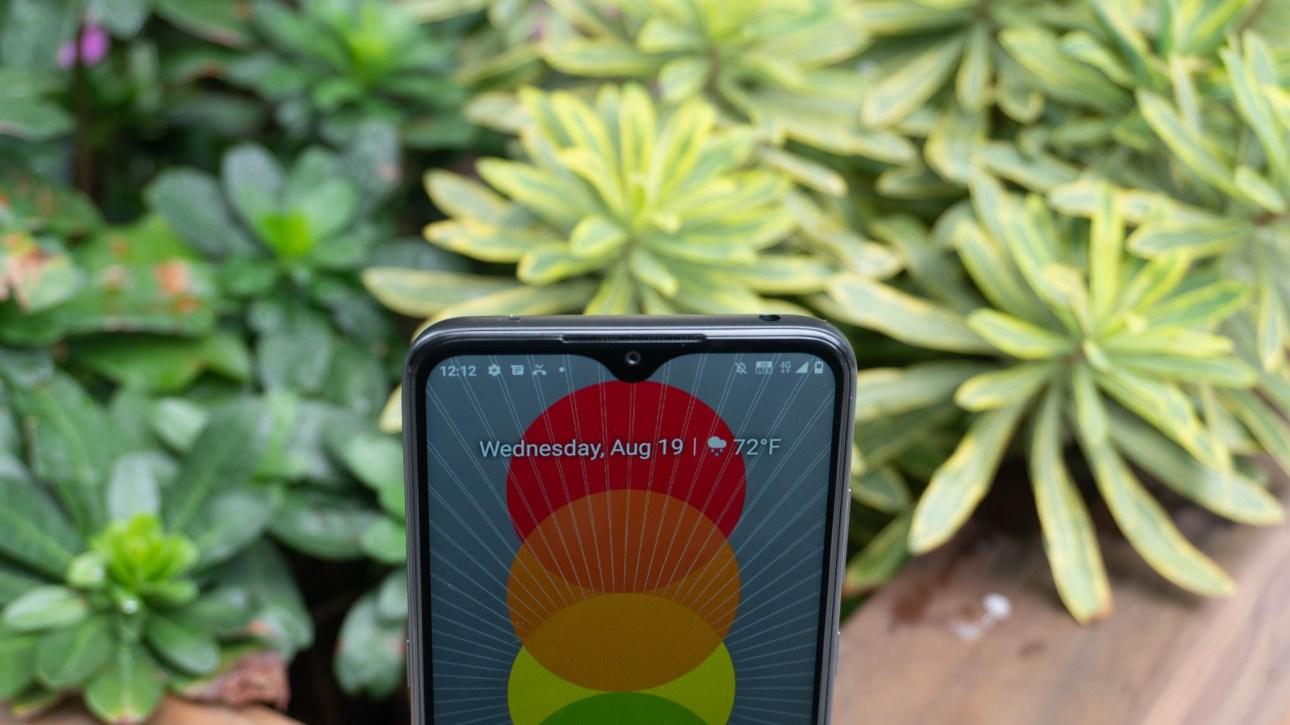 Nokia 5.3 с минимизированными рамками и каплевидным дисплеем