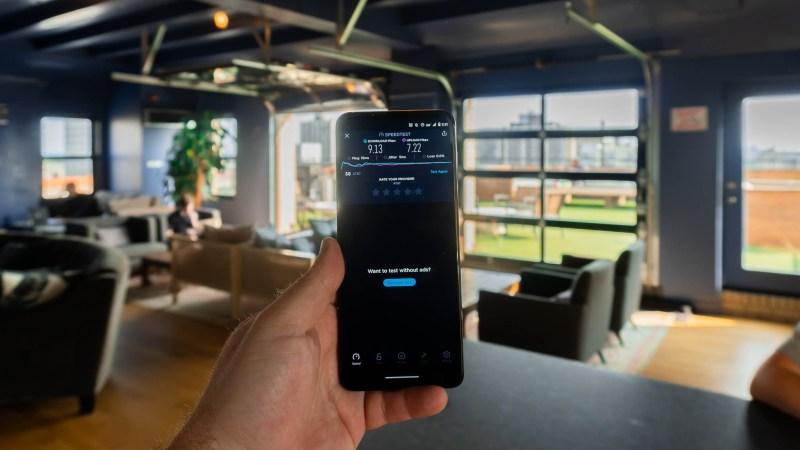 Motorola One with Ookla app shwowing poor 5G speeds