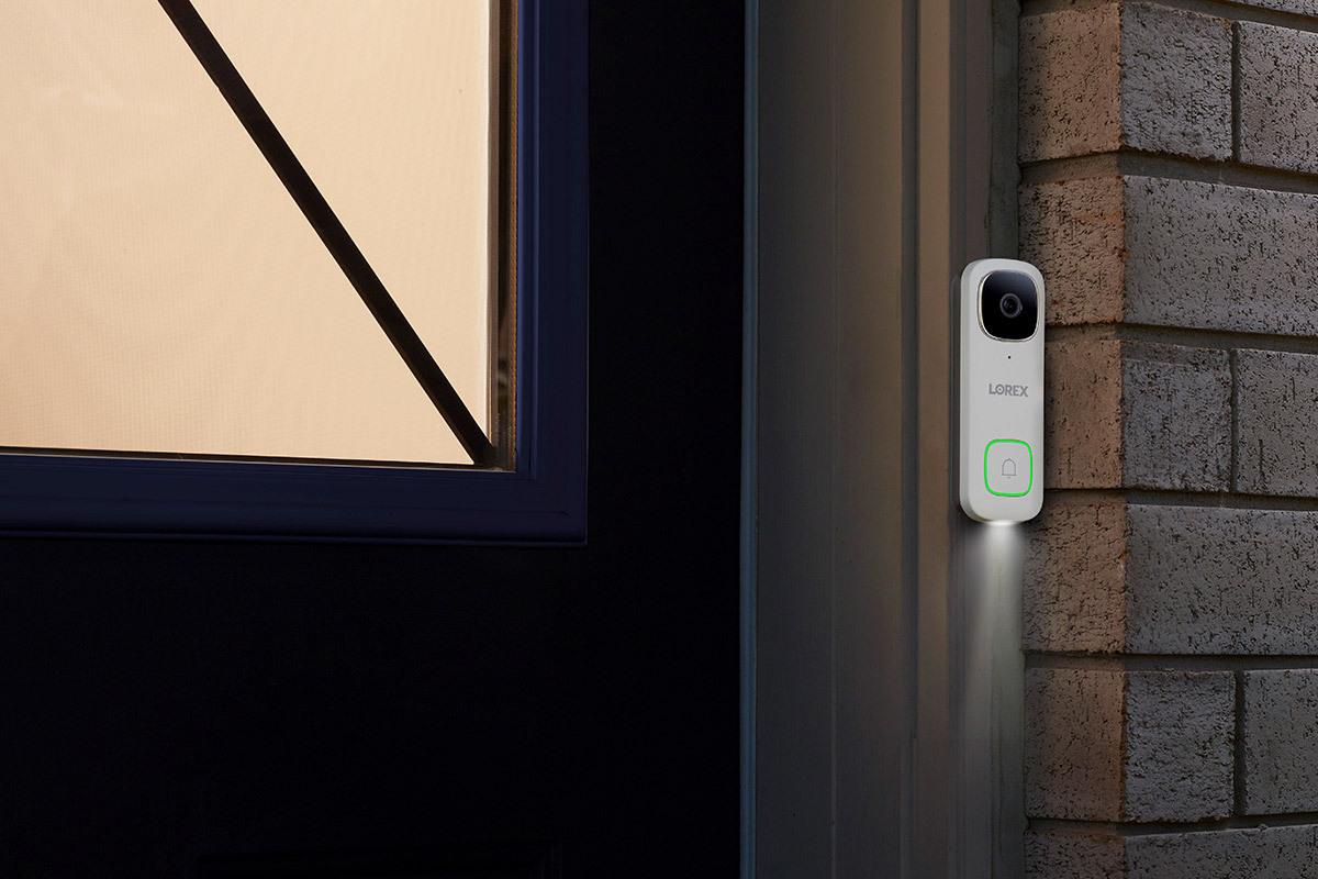 Lorex Дверной звонок на дверной коробке с включенным фонариком