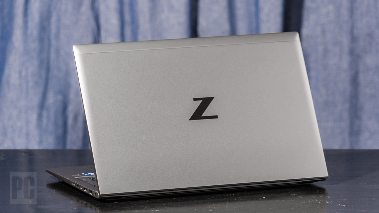 HP ZBook Firefly 15 G8, вид сзади