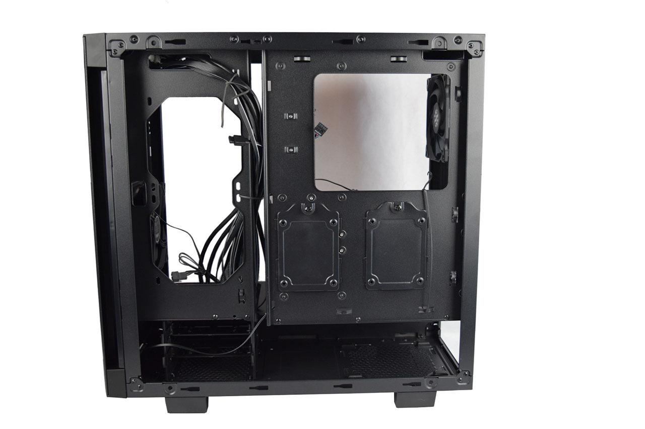 Adata XPG Invader (внутренняя задняя панель)