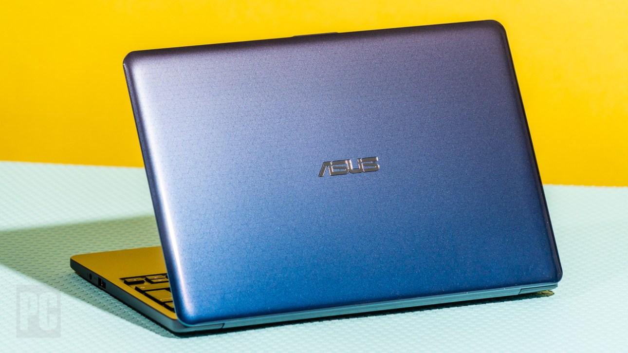 Asus VivoBook 11 (L203) вид сзади