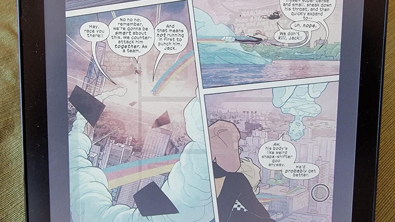 Крупный план страницы комиксов с фантомными изображениями другой страницы.