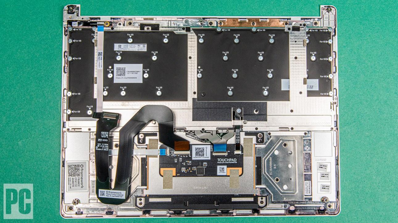 Каркас ноутбука, нижняя сторона ключевой платформы
