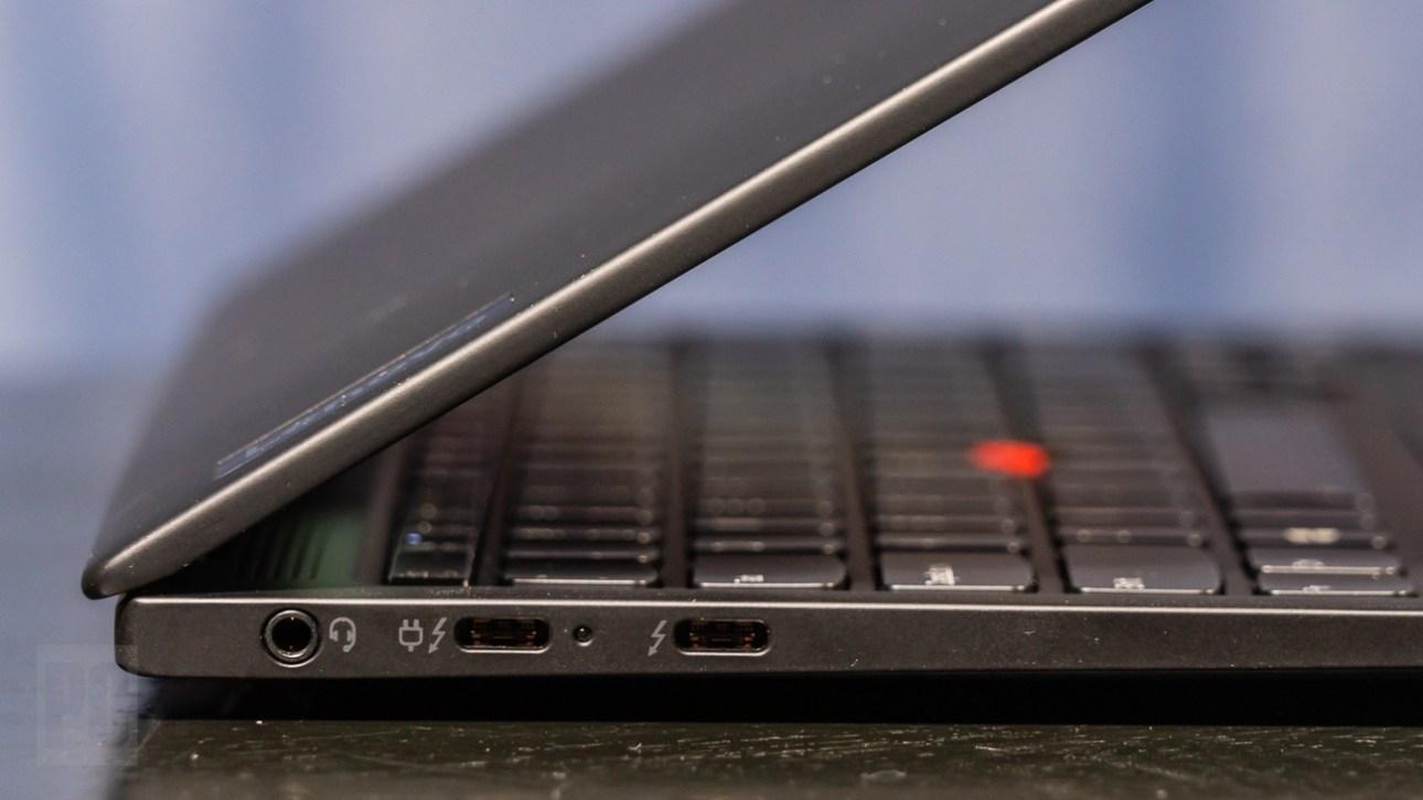 Lenovo ThinkPad X1 Nano, левая сторона