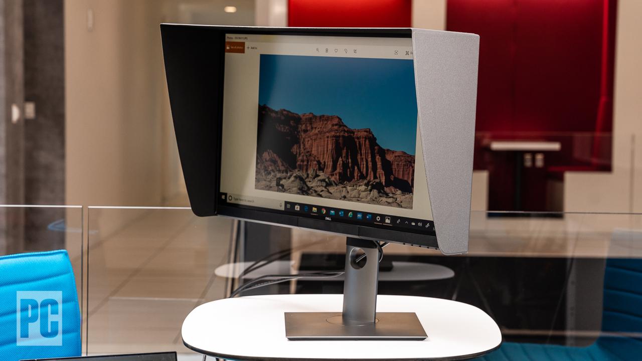 Dell UltraSharp 27 4K PremierColor (UP2720Q) с затемняющей блендой