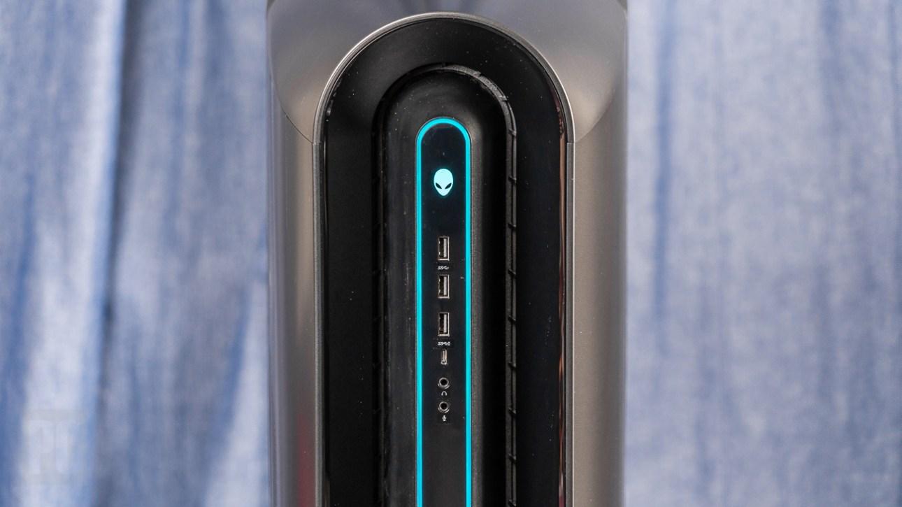 Передние порты Alienware Aurora Ryzen Edition R10 (2021)