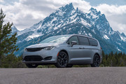 2020-Chrysler-Pacifica-Red-S-Edition-6