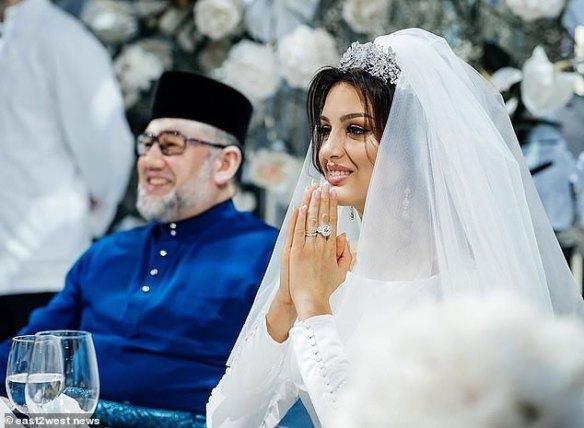 rihana gadai cincin kahwin