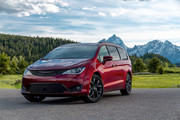 2020-Chrysler-Pacifica-Red-S-Edition-17