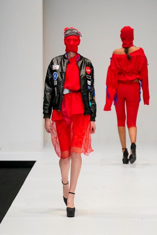 Fesyen jahat ini mengetengahkan kelestarian fesyen