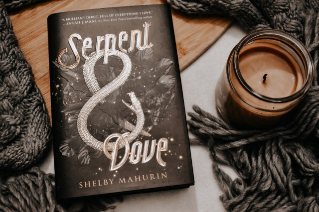 Book Review: Serpent & Dove by Shelby Mahurin