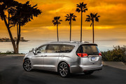 2020-Chrysler-Pacifica-Red-S-Edition-47