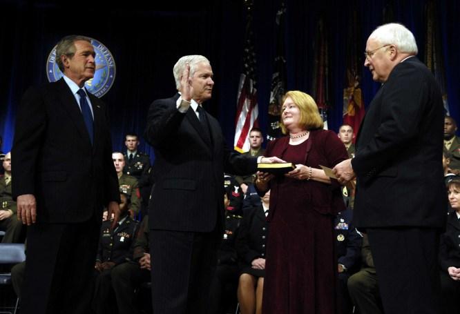 Gates Sworn In as Defense Secretary