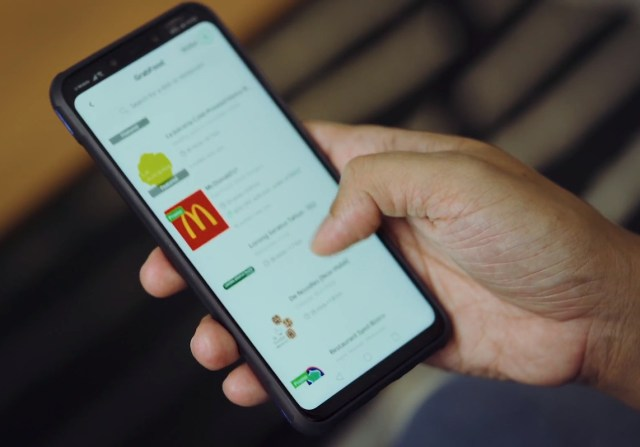 pesan makanan dari aplikasi mudah alih