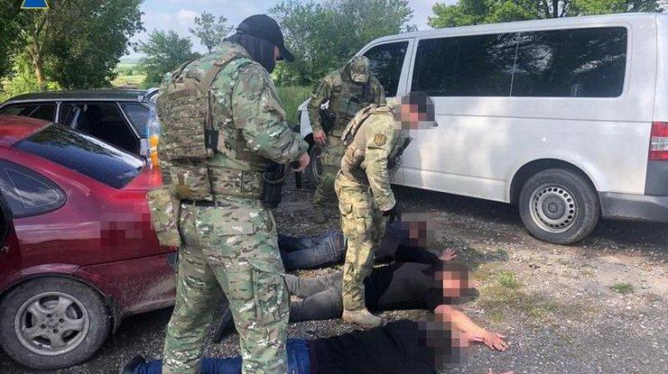 Az SZBU (Ukrán Biztonsági Szolgálat) Kárpátalján őrizetbe veszi a Magyarok Világszövetsége által kezdeményezett aláírásgyűjtő kampány helyi aktivistáit. Trianon felülvizsgálatának követelését ők Ukrajna területi integritása elleni támadásként értékelik. A Magyarország elleni egyik ukrán vád szerint hazánk, Moszkva utasítására szítja a magyar szeparatizmust Kárpátalján.
