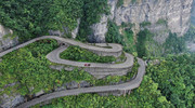 Volkswagen-ID-R-climbs-Tianmen-Mountain-in-738-minutes-4