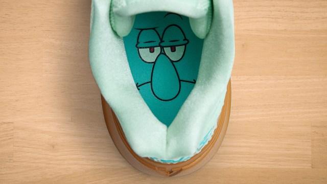 Rekaan watak Squidward Tentacles pada bahagian dalam tapak kasut