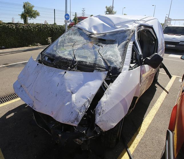 Estado en el que quedó la furgoneta del conductor detenido, una Citroën Jumper. J. Tajes