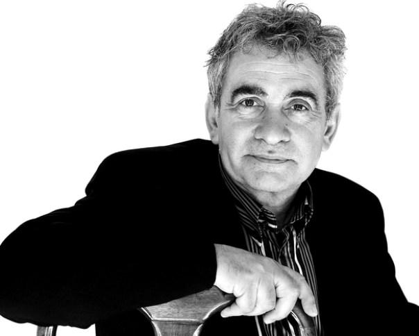 Bernardo Atxaga es  el representante más genuino y singular  de  la literatura vasca en euskera. l. o.