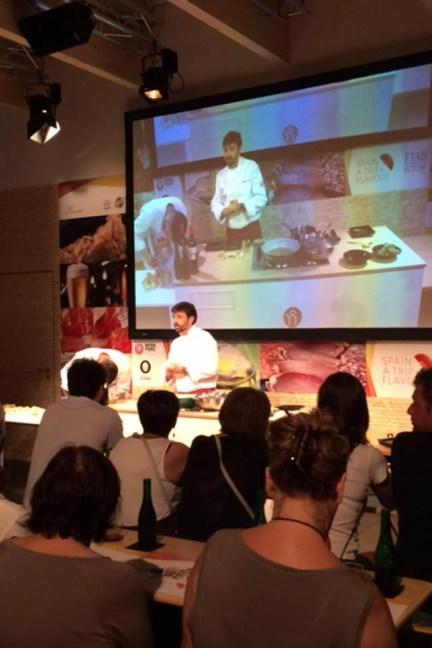 Showcooking en el pabellón de España del chef Fernando del Cerro (Aranjuez).