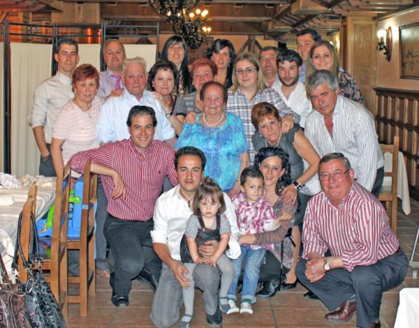 Familia Carrillo Pérez celebrando un cumpleaños. Diario de Burgos