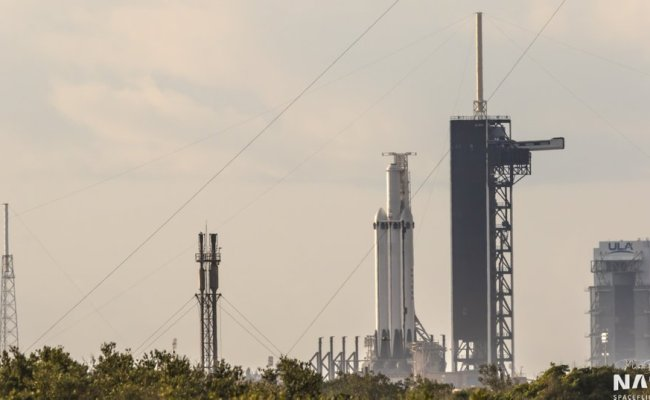 Finally A Good View Of Falcon Heavy Block 5 Spacexlounge