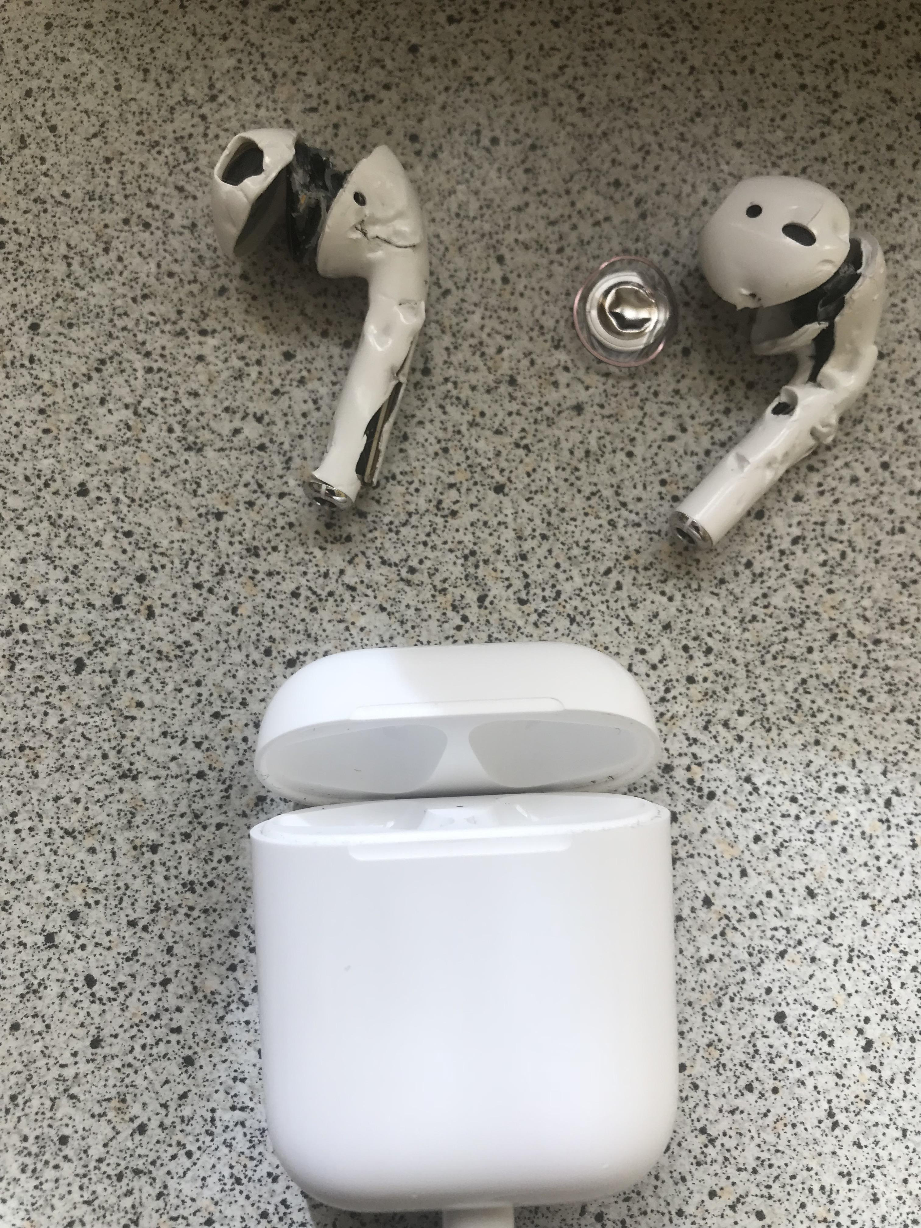 AirPods - Apple | Magic runs in the family.