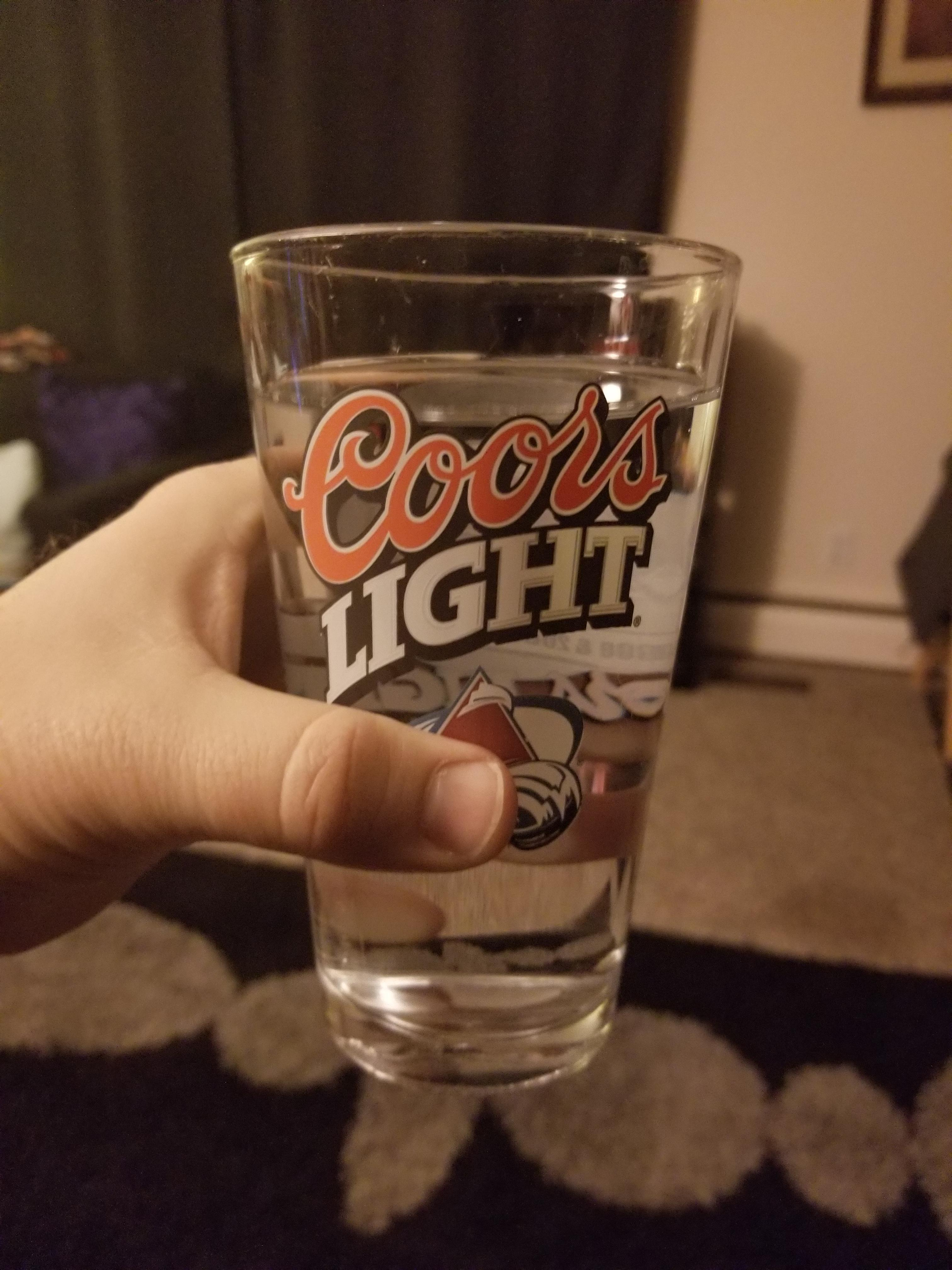 A friend just handed me water in a water glass : Funnypics
