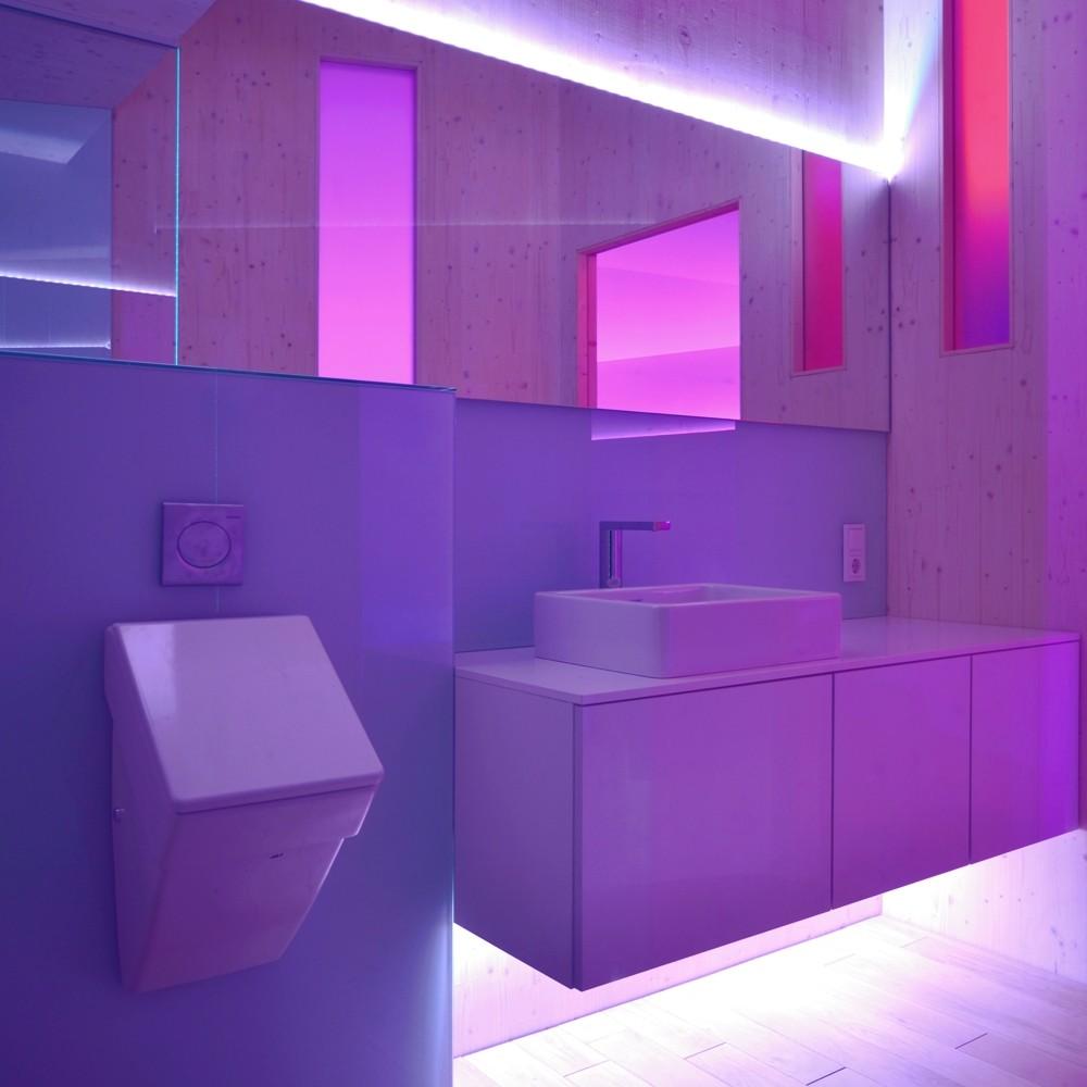 Modern bathroom with LED lighting 1000x1000  RoomPorn