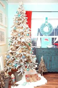 Here S A Nice Beach Themed Tree For Summer Perfect Way To Get A Little Christmas Magic During The Summer Christmas