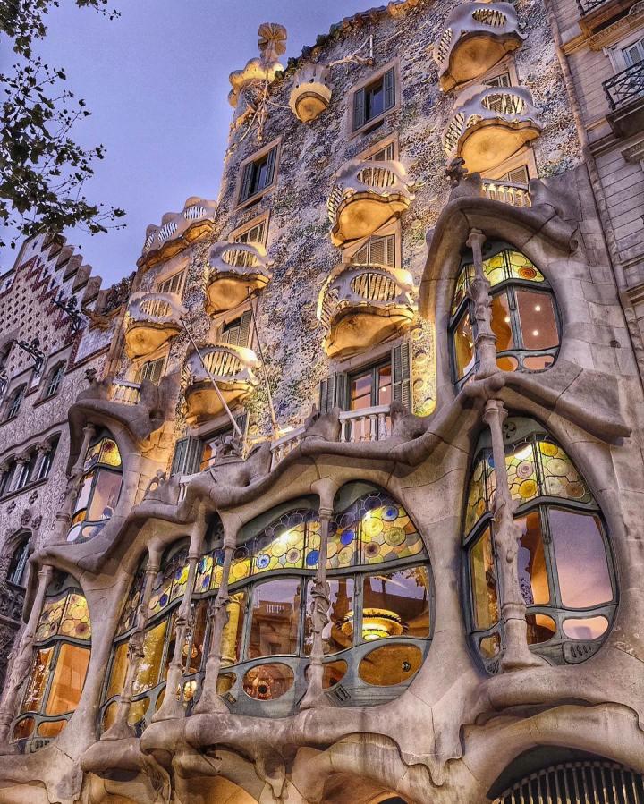 Casa Batlló, Barcelona Spain (Designed by Antoni Gaudí)