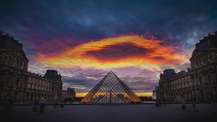 The Louvre Pyramid, Paris France (Photo credit to Stephen Leonardi) [3840 x 2160]