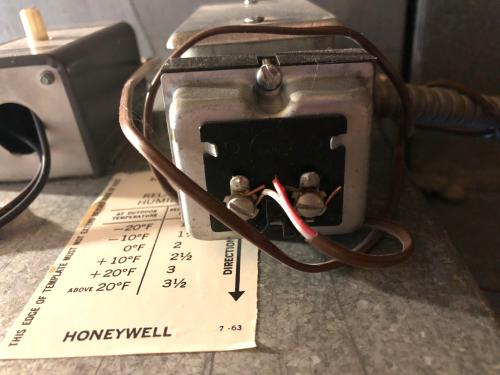 small resolution of is this my doorbell transformer attached to furnace