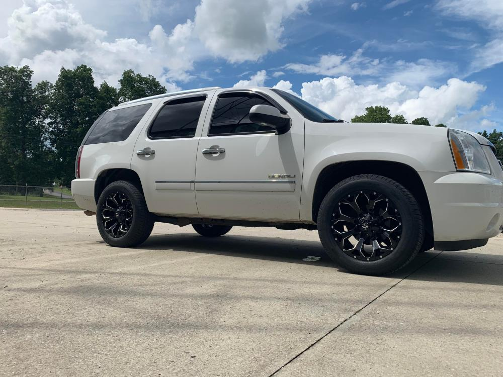 medium resolution of 2009 yukon denali flexing with the 20 s and a 6 2 l