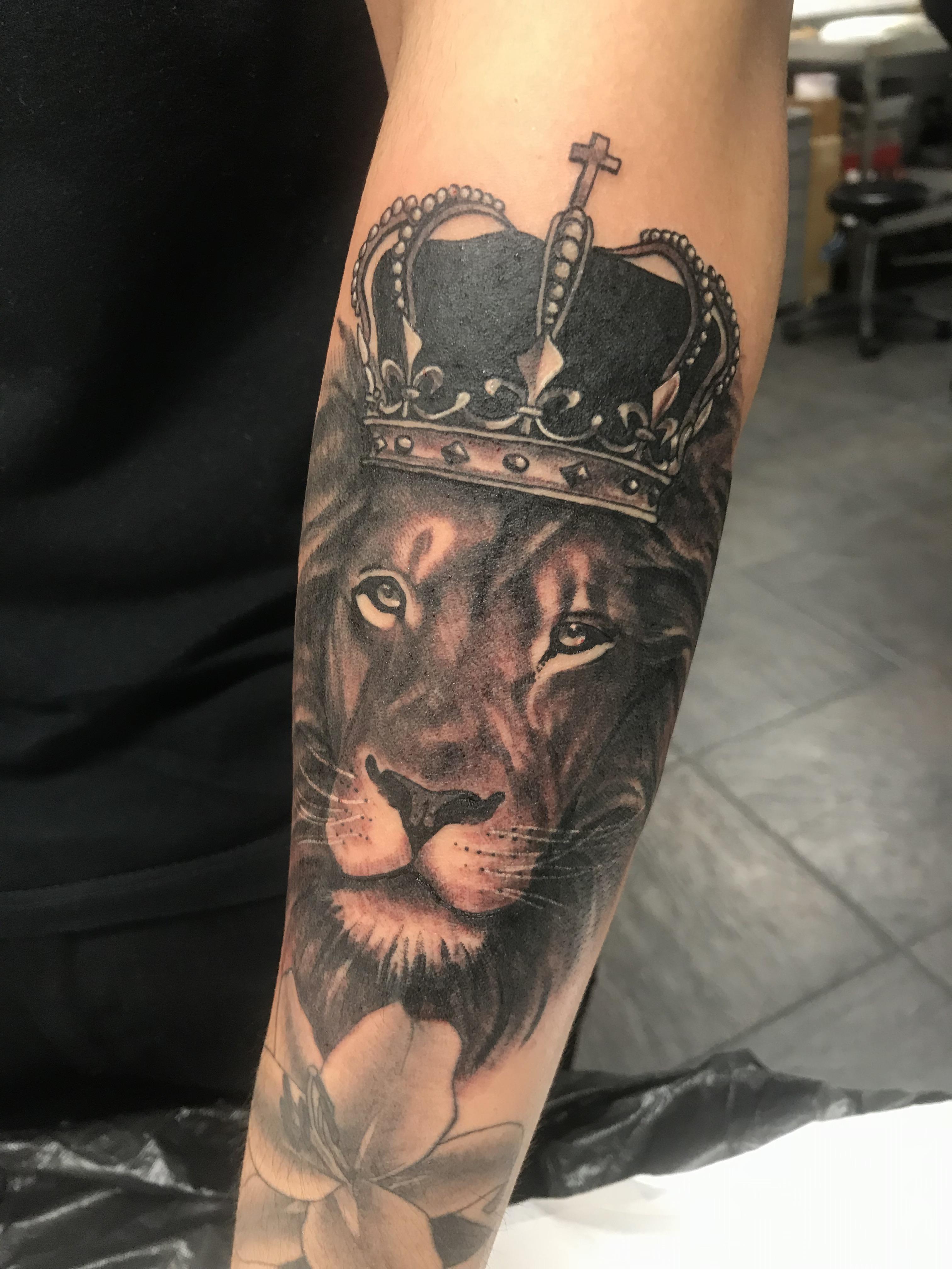 Lion And Crown Tattoo : crown, tattoo, Crown, Classic, Tattoo,, Romford, Tattoos
