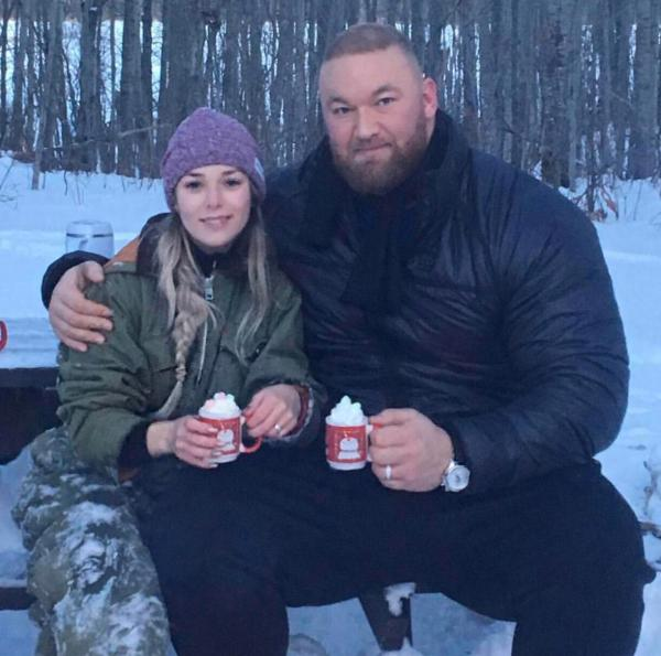 Haf L Bjrnsson Mountain Game Of Thrones Holding Regular Mug Pics
