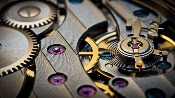 Windings of a watch. [3840×2160]