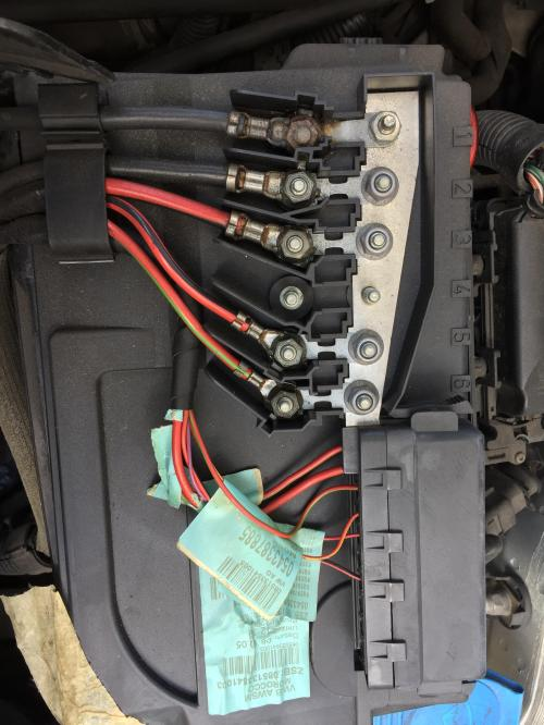 small resolution of vw polo 2005 1 4 this is the fuse panel above the battery the far
