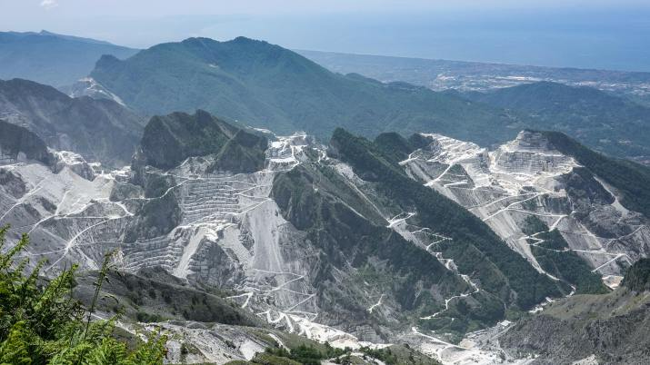 The Marble quarries located in the Apuan Alps, Tuscany Italy (Photo credit to Daniele Levis) [3840 x 2160]