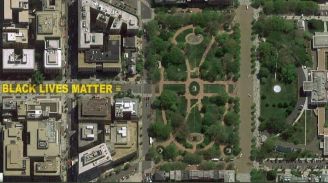 #BabyGate  #Trump builds wall of sorts ( around the White House) Mayor Paints Street #BlackLivesMatter