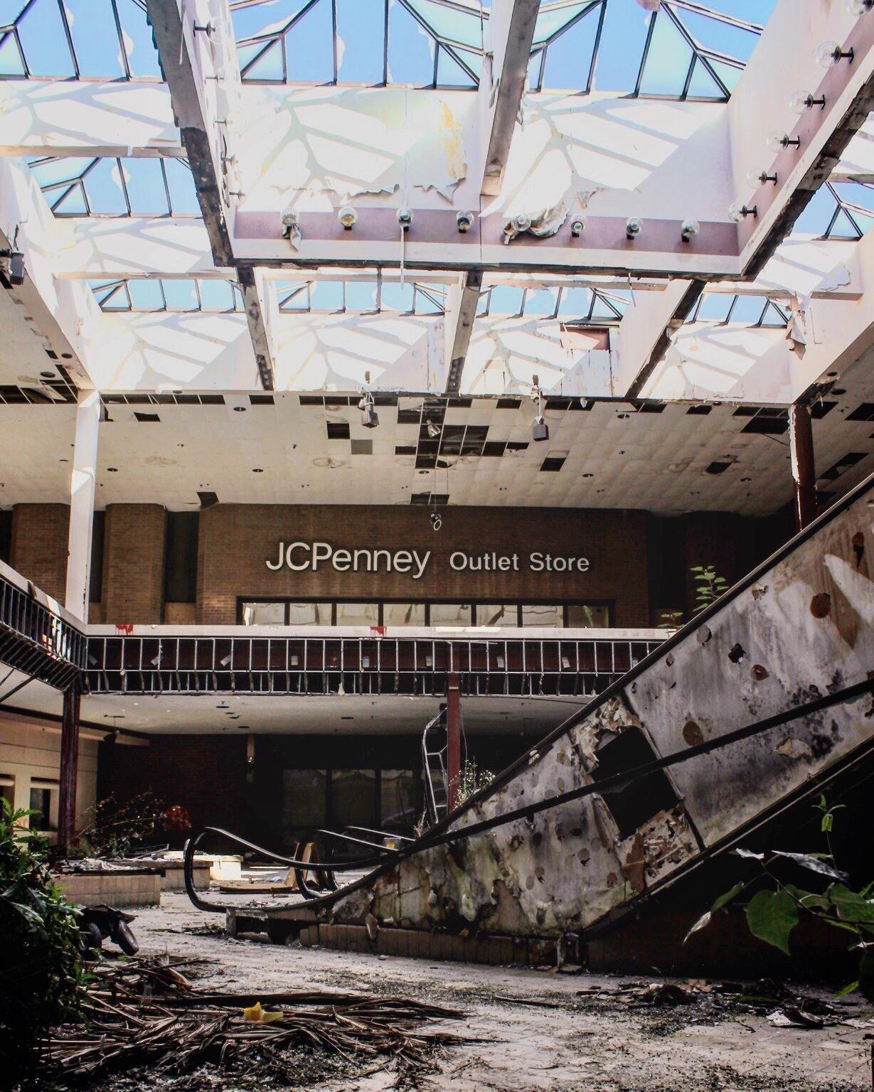 Rolling Acres Mall Ohio : rolling, acres, Rolling, Acres, Shopping, Built, Akron,, Abandoned, October, 2013., ImagesOfOhio