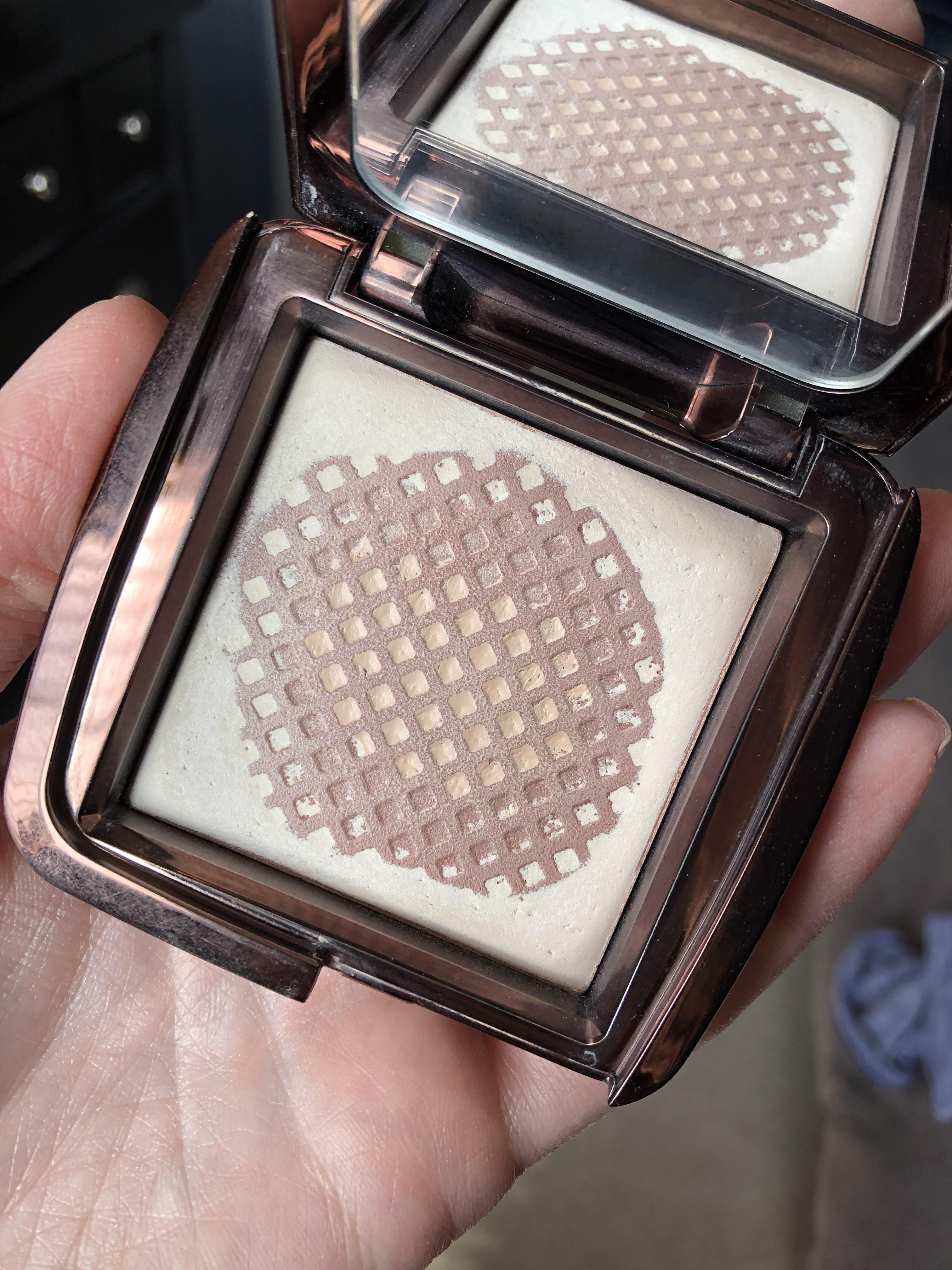 hourglass ambient lighting powder in