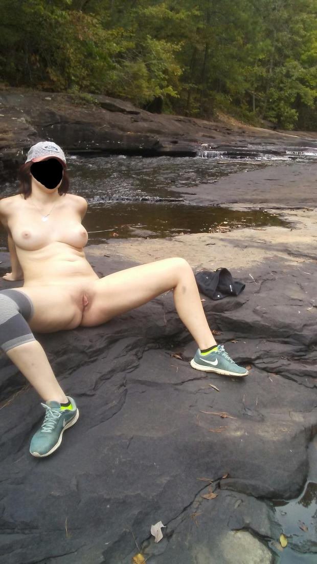 u6020a5cy7s11 - Spread wide in the creekbed Nude Selfie