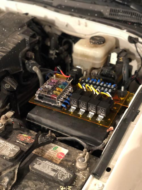 small resolution of finally got around to installed a aux fuse box in my 4runner