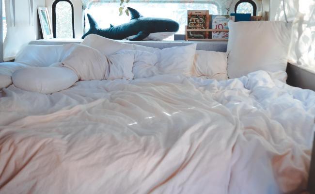King Size Bed In Skoolie Tiny Home Vandwellers