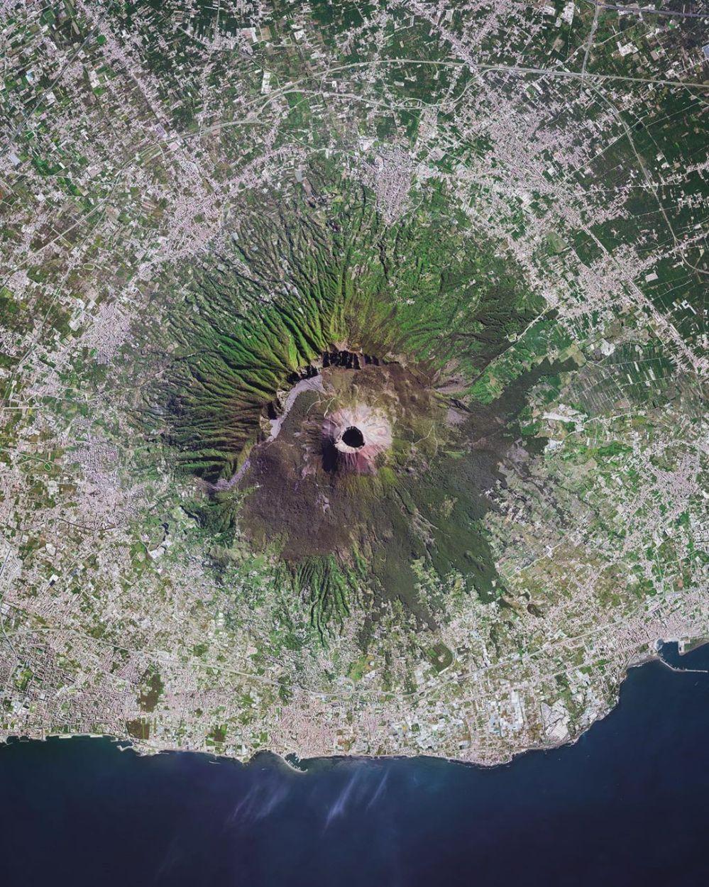 medium resolution of pictureaerial shot of mount vesuvius 9 km east of naples