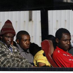 https://i0.wp.com/i.res.24o.it/images2010/SoleOnLine5/_Immagini/Notizie/Italia/2010/08/immigrati-clandestini-afp-258.jpg