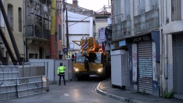 WATCH: Crane used to evacuate 300 kg French man trapped in his home